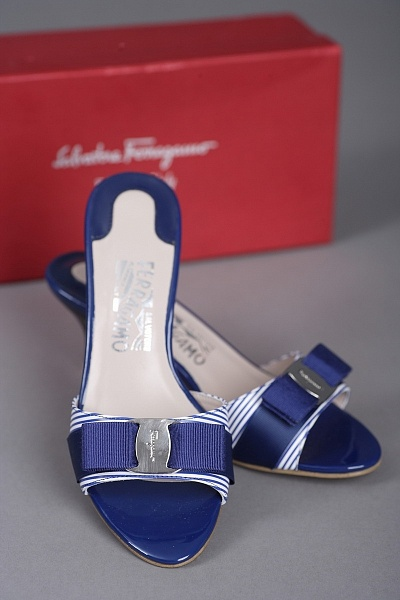 Сабо Salvatore Ferragamo SF1106